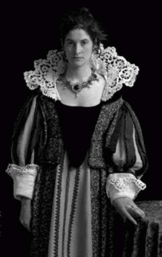 سيدة اللوحة