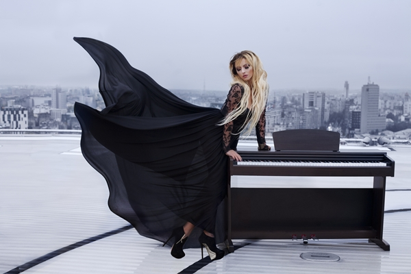 Giulia - Un Om Cu Un Pian (Official Single)