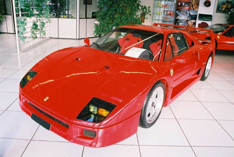 ferrari f40 le march de l 39 occasion ferrari challenge 288 gto f40 f50 enzo. Black Bedroom Furniture Sets. Home Design Ideas