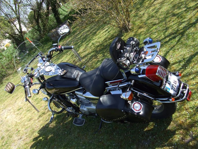 sacoches moto shadow 125. Black Bedroom Furniture Sets. Home Design Ideas