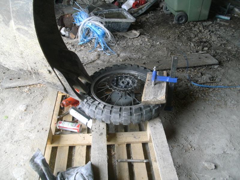 comment changer un pneu dans son garage. Black Bedroom Furniture Sets. Home Design Ideas