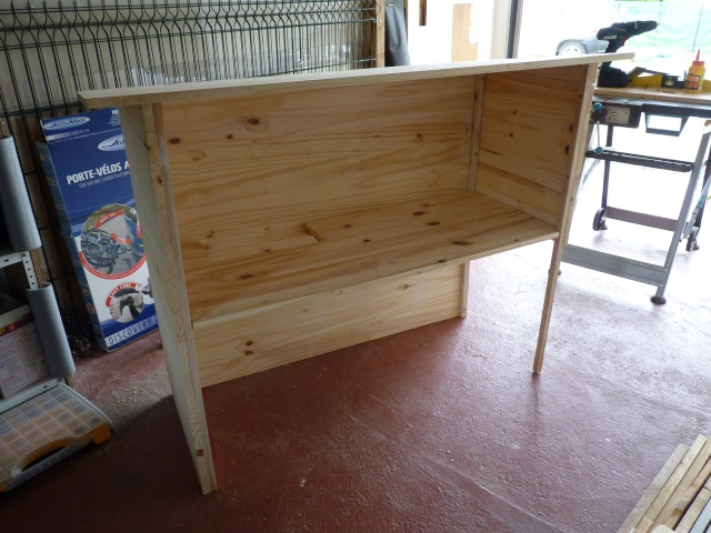 Construction d 39 un clapier pour coca tape par tape for Construire une cage a lapin exterieur