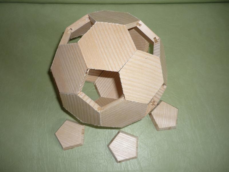 Assemblage Bois Hexagone : Assemblage ? blanc des hexagones et pentagones (venant juste