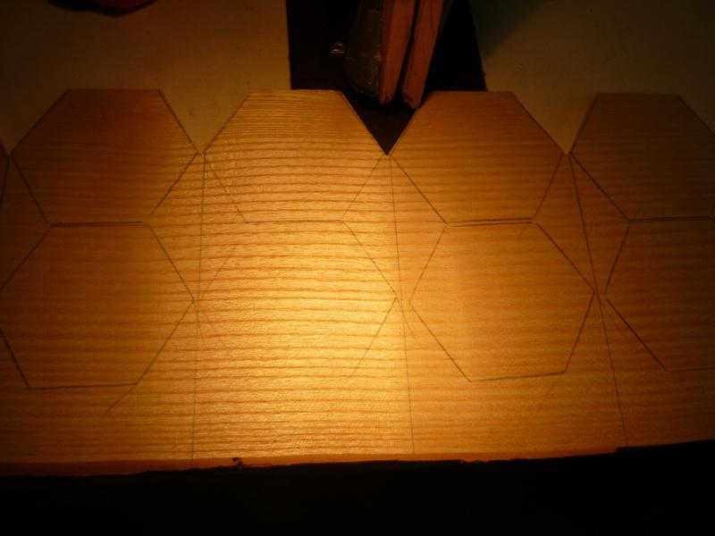 Assemblage Bois Hexagone : D?coupe des hexagones et pentagones ? la scie sauteuse sous table