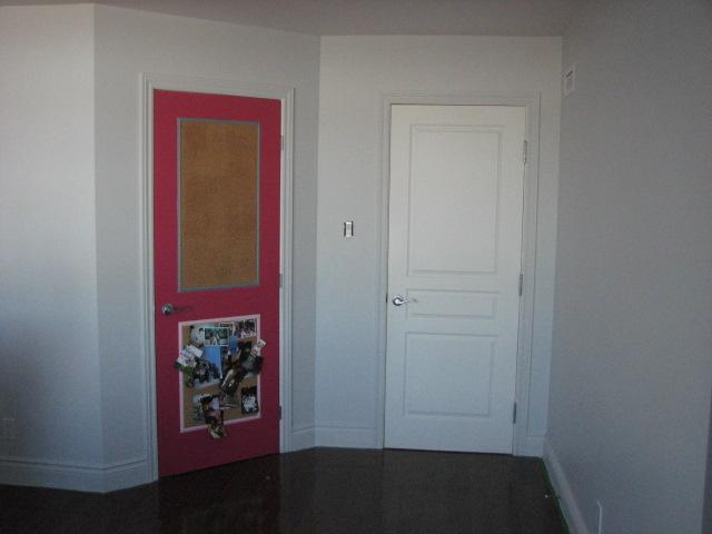 Chambre de ma fille en rose et gris for Couleur porte et encadrement